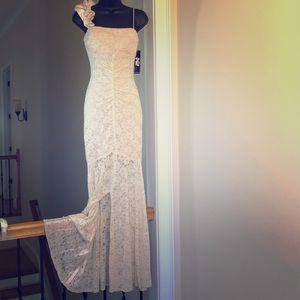 JUMP sz 3/4 cream gown prom cruise wedding NWT